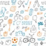 Nahtloses Muster mit Hand gezeichneter Sportausrüstung Stockbild
