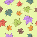 Nahtloses Muster mit Herbstblättern Lizenzfreies Stockfoto