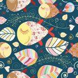 Nahtloses Muster mit Herbstblättern und -fischen Stockfotos