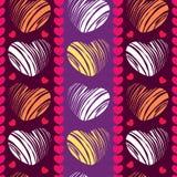 Nahtloses Muster mit Herzen auf dem gestreiften Hintergrund Stockbild