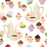 Nahtloses Muster mit Kaffeetopf, -schalen, -kuchen und -rosen Stockfotografie