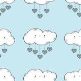 Nahtloses Muster mit lustigen Wolken und Herzen lizenzfreies stockbild