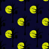 Nahtloses Muster mit Mond, dunkler Nacht und Eule auf dem Baum Lizenzfreie Stockfotos