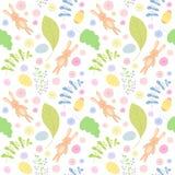 Nahtloses Muster mit netten Kaninchen Rote Tulpe und farbige Eier Stockbilder