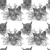 Nahtloses Muster mit netten kats Katzenhintergrund in der Mandalaart Lokalisiert auf Weiß Lizenzfreie Stockbilder