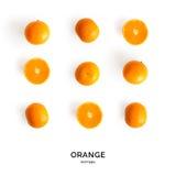 Nahtloses Muster mit Orange Tropischer abstrakter Hintergrund Orange Frucht auf dem weißen Hintergrund Lizenzfreie Stockfotografie