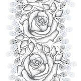 Nahtloses Muster mit punktierten schwarzen Rosen, Blättern und den stilisierten grauen Blumenblättern auf dem weißen Hintergrund Stockfotografie