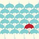 Nahtloses Muster mit Regenschirm Stockbild