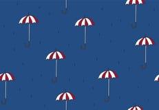 Nahtloses Muster mit Regenschirmen Lizenzfreie Stockfotografie
