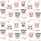 Nahtloses Muster mit rosa Eulen, Herzen und Niederlassungen stock abbildung