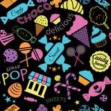 Nahtloses Muster mit Süßigkeiten schwarzem Hintergrund Lizenzfreie Stockbilder