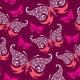 Nahtloses Muster mit schönem Schmetterling im Rosa Stockbild
