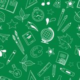 Nahtloses Muster mit Schulgekritzeln Stockbilder