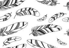 Nahtloses Muster mit schwarzen Federn auf einem weißen Hintergrund Lizenzfreie Stockbilder
