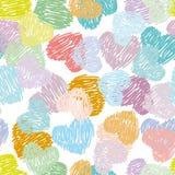 Nahtloses Muster mit Skizzenherz-Pastellfarbe auf einer Weißrückseite Lizenzfreies Stockbild