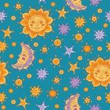 Nahtloses Muster mit Sonne, Mond und Sternen Stockbild
