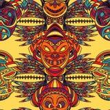 Nahtloses Muster mit Stammes- Maske und aztekischer geometrischer lateinamerikanischer Verzierung Stockbild