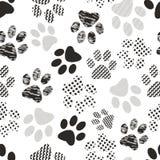 Nahtloses Muster mit Tierpfotenabdrücken Komplexer Illustrationsdruck in Schwarzweiss stockbild