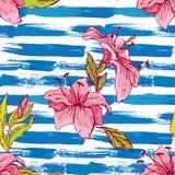 Nahtloses Muster mit Tigerlilien blüht auf dem gestreiften Schmutz Lizenzfreies Stockfoto