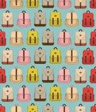 Nahtloses Muster mit unterschiedlichem nettem flachem Weinleserucksack stockbild