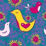 Nahtloses Muster mit Vögeln und Sonne blüht auf einem hellen backgrou Lizenzfreie Stockfotos