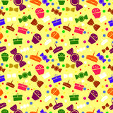 Nahtloses Muster mit varicolored Bonbons und Geschenken Stockfotografie