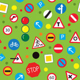Nahtloses Muster mit Verkehrsschildern - lustiges Design Stockfotografie