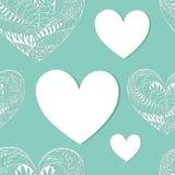 Nahtloses Muster mit weißen Ornated-Spitze-Herzen lizenzfreie stockbilder