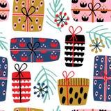 Nahtloses Muster mit Weihnachtsgeschenken auf weißem Hintergrund lizenzfreie abbildung