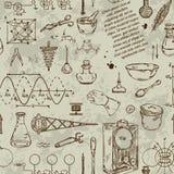Nahtloses Muster mit Weinlesewissenschaftsgegenständen Wissenschaftliche Ausrüstung für Physik und Chemie Stockfoto