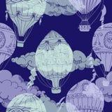 Nahtloses Muster mit Wolken und Heißluft Ballons Lizenzfreie Stockfotografie
