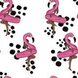 Nahtloses Muster - Rasterbild - Mädchen, das mit aufblasbarem sich hin- und herbewegendem Poolflamingo aufwirft Stockfotos