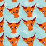 Nahtloses Muster Stiers mit lustigem nettem Tiergesicht auf einer Blaurückseite Stockfotos