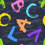 Nahtloses Muster von den Buchstaben des Alphabetes gezeichnet Lizenzfreie Stockfotos