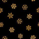 Nahtloses Muster von fallenden goldenen Schneeflocken Lizenzfreies Stockbild