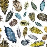 Nahtloses Muster von Federn von verschiedenen Farben lizenzfreie abbildung