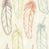 Nahtloses Muster von Hand gezeichneten Federn Stockbild
