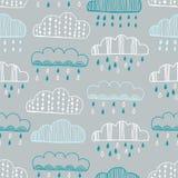 Nahtloses Muster von Hand gezeichneten Gekritzelwolken Lizenzfreies Stockbild