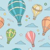 Nahtloses Muster von Heißluft steigt auf dem Himmel im Ballon auf Lizenzfreie Stockfotografie