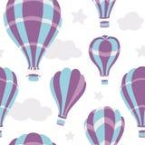 Nahtloses Muster von Heißluft steigt auf dem Himmel im Ballon auf Lizenzfreies Stockfoto