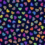 Nahtloses Muster von helle Steigungs-bunten Herzen auf Dunkelheits-Rückseite stock abbildung