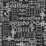 Nahtloses Muster von Kaffeewörtern Weiße Kreide auf einem schwarzen Brett Vektor Abbildung