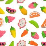 Nahtloses Muster von Obst und Gemüse von formte gummiartige Süßigkeit Lizenzfreie Stockbilder