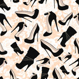 Nahtloses Muster von schwarzen Schuhen gegen weiße Spitze Lizenzfreie Stockfotos