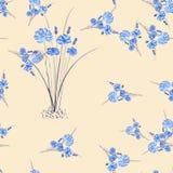 Nahtloses Muster von wilden kleinen blauen Blumen und von Blumenstrauß auf einem rosa Hintergrund watercolor Stockbilder