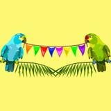 Nahtloses Muster von zwei Papageien mit Flaggen auf Gelb Lizenzfreies Stockbild