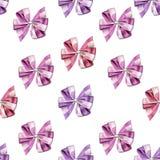 Nahtloses Muster - wenig nette Bögen und Bänder in den klaren und hellen Farben auf einem weißen Hintergrund Stockbilder