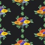 Nahtloses Musteraquarell von Grünblättern und von hellen Blumen auf dem schwarzen Hintergrund geometrisch Stockbild