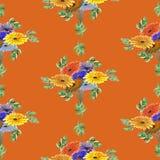 Nahtloses Musteraquarell von Grünblättern und von hellen Blumen auf einem roten Hintergrund geometrisch Lizenzfreies Stockfoto