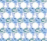 Nahtloses Patchworkmuster mit Teekannen, Wolken in den blauen Tönen und weißem Gewebe Lizenzfreies Stockfoto